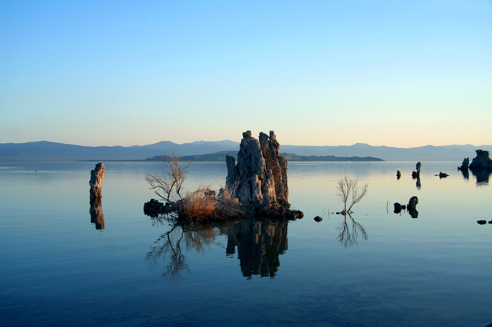 Mono_Lake_Serenity.jpg